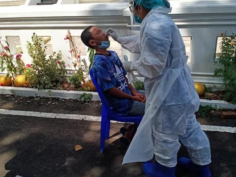เจ้าหน้าที่โรงพยาบาลออกตรวจ Rapid (ตรวจโควิด) LQ ณ วัดป่าโคกสะอา